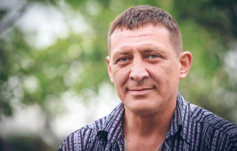 Retrato do homem envelhecido médio fotografia de stock