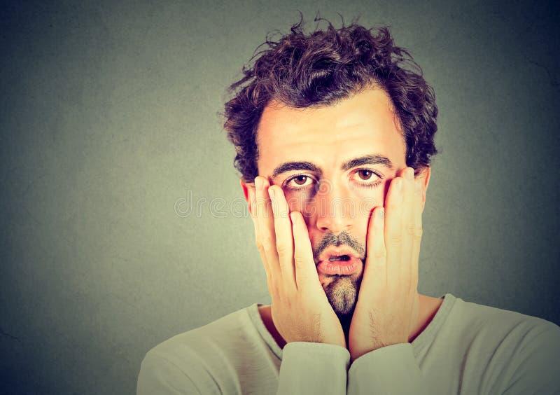 Retrato do homem infeliz desesperado imagem de stock royalty free