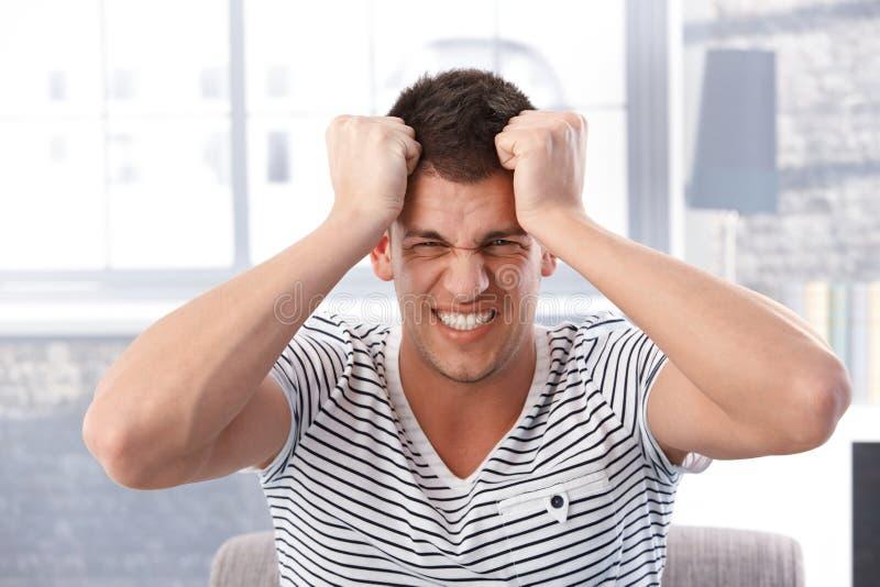 Retrato do homem irritado imagens de stock