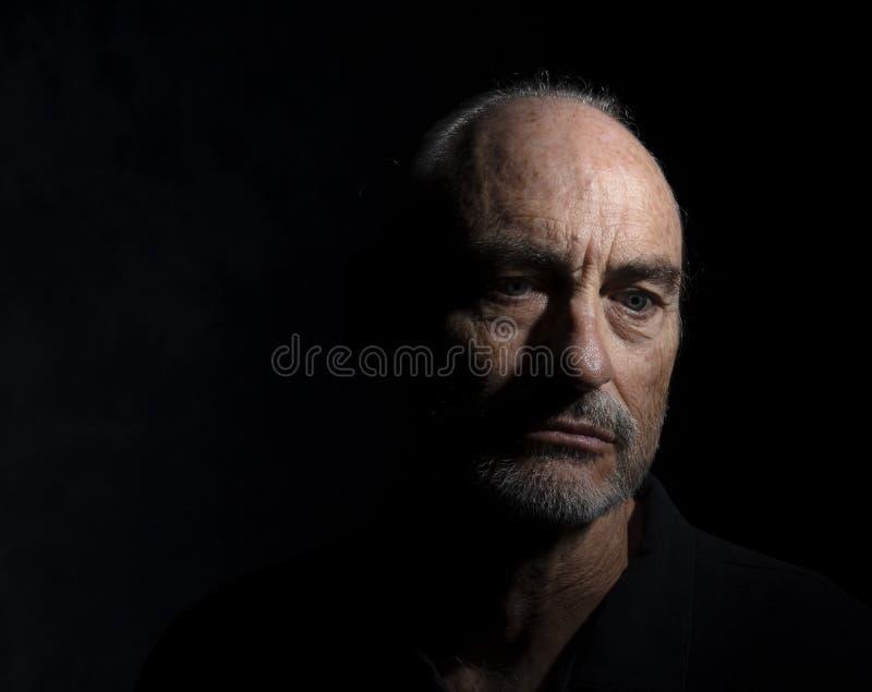 Retrato do homem maduro em seus pensamentos foto de stock royalty free
