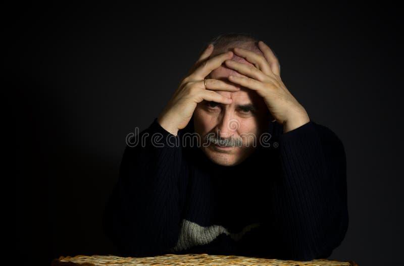Retrato do homem maduro triste fotografia de stock