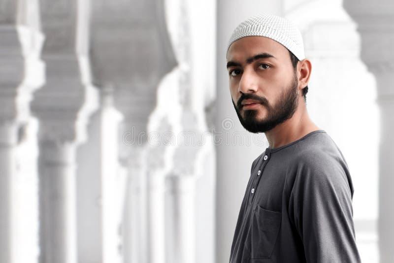 Retrato do homem muçulmano asiático foto de stock royalty free