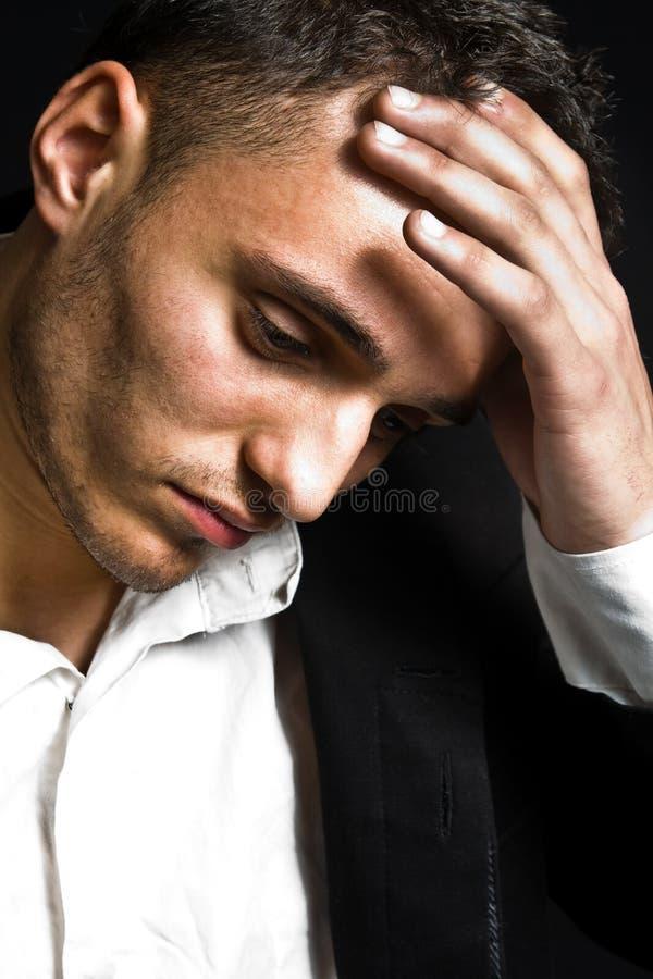 Retrato do homem novo deprimido triste imagem de stock royalty free