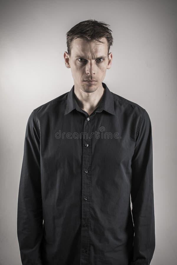 Retrato do homem sério foto de stock