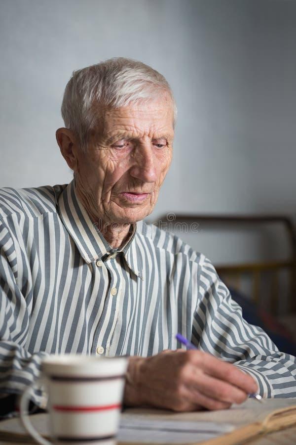 Retrato do homem sênior fotografia de stock royalty free