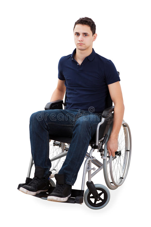 Retrato do homem seguro que senta-se na cadeira de rodas foto de stock royalty free