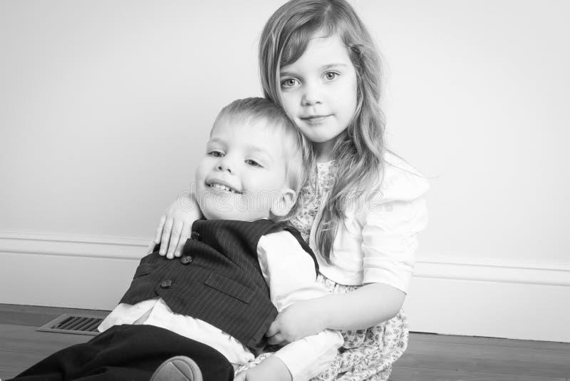 Retrato do irmão e da irmã fotografia de stock