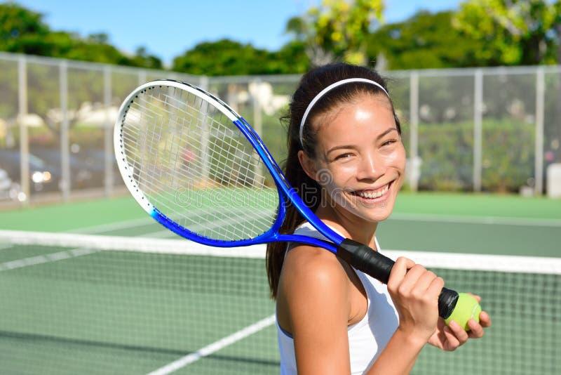 Retrato do jogador de tênis fêmea após o jogo fotografia de stock royalty free