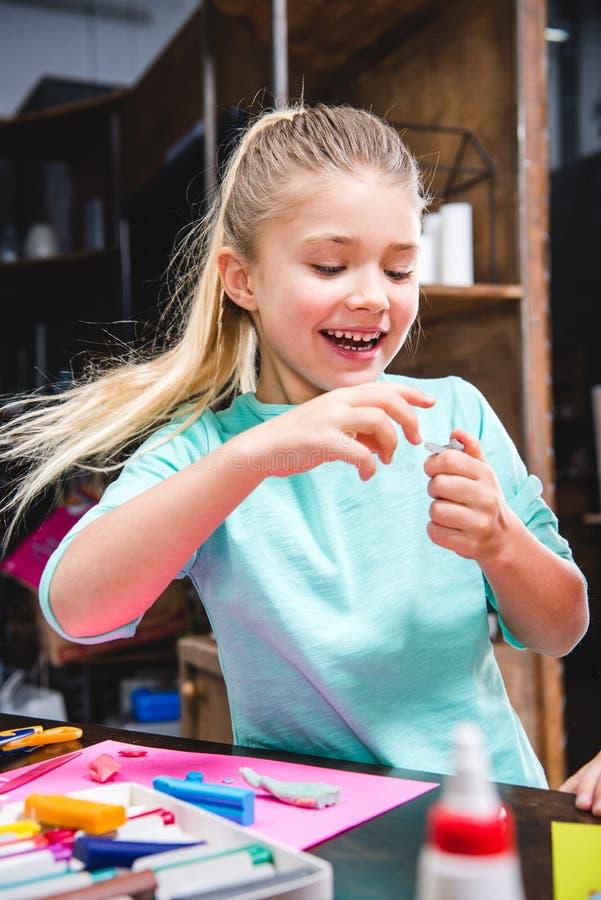 Retrato do jogo feliz da criança fotografia de stock royalty free