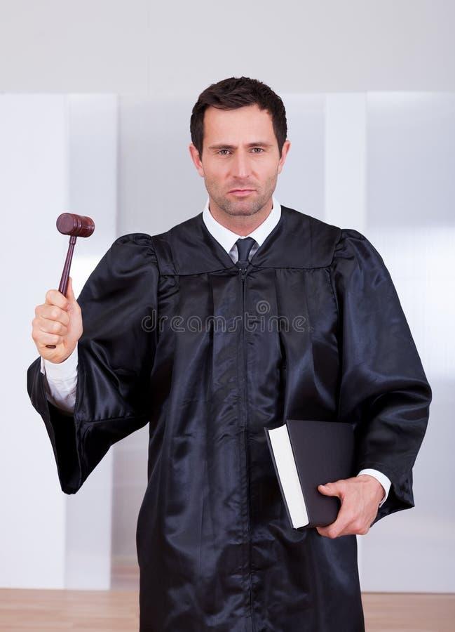 Retrato do juiz masculino sério fotos de stock royalty free
