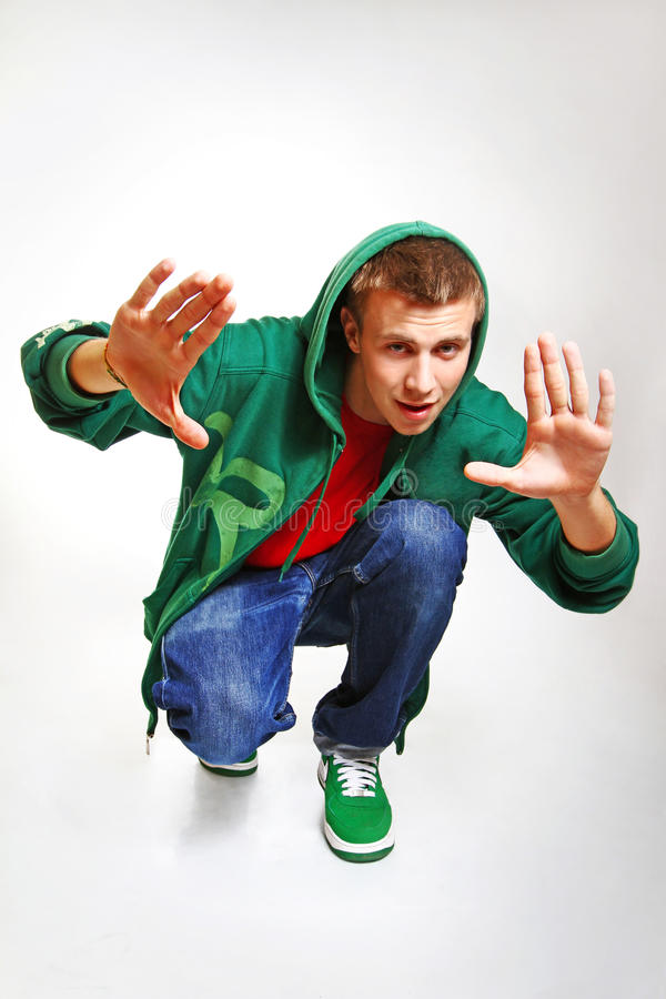 Retrato do levantamento do dançarino do estilo do hip-hop isolado no backgr branco foto de stock royalty free