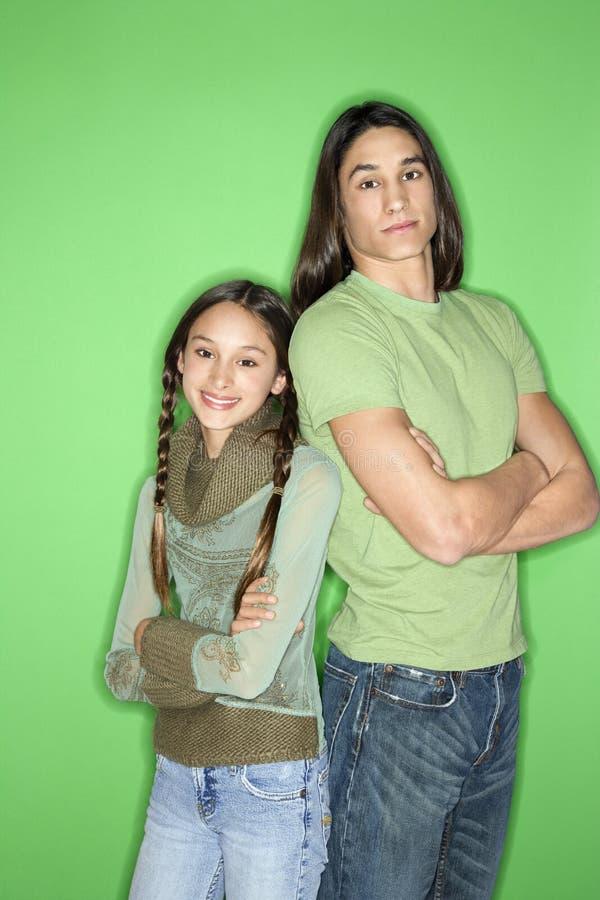 Retrato do menino adolescente e da menina. fotos de stock