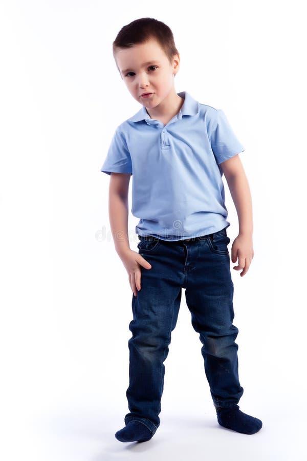 Retrato do menino bonito alegre feliz foto de stock