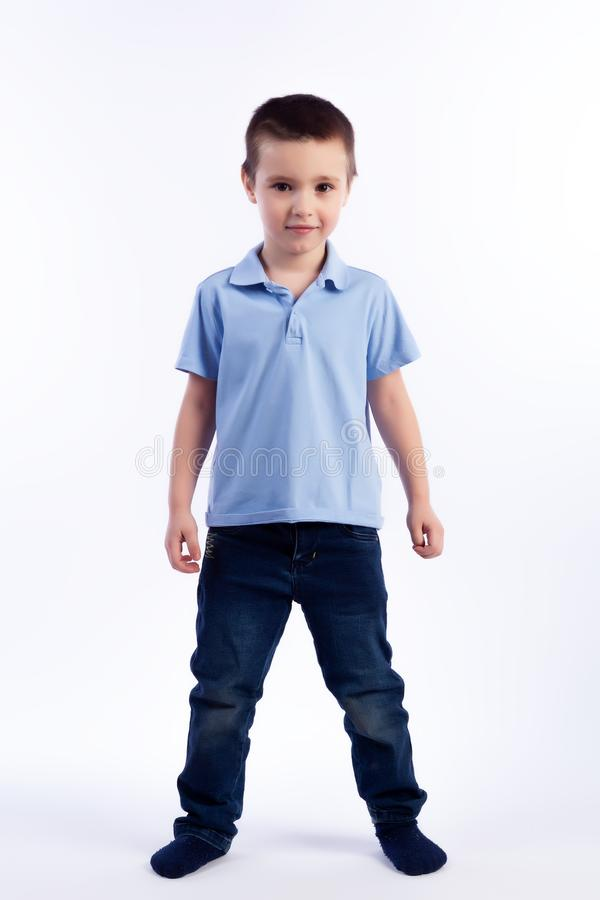 Retrato do menino bonito alegre feliz foto de stock royalty free