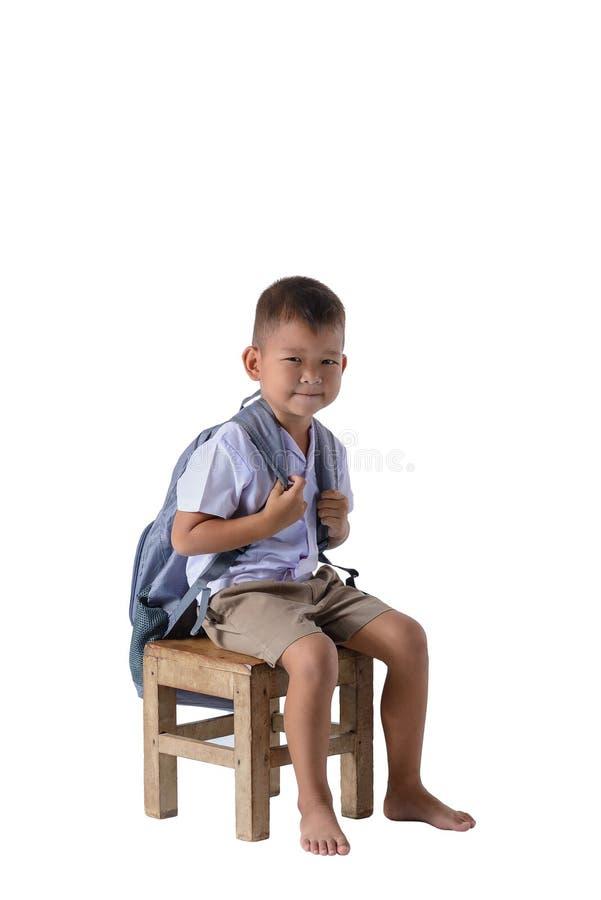 Retrato do menino de pa?s asi?tico na farda da escola isolada no fundo branco imagem de stock