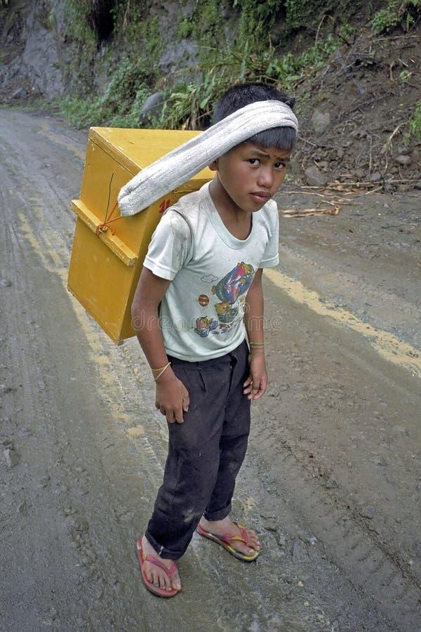 Retrato do menino novo filipino, vendedor do gelo foto de stock royalty free