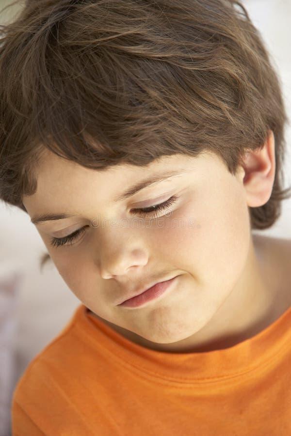 Retrato do menino novo que Sulking fotos de stock
