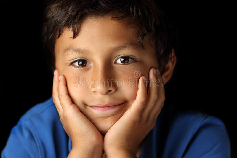 Retrato do menino novo - série do claro-escuro imagens de stock