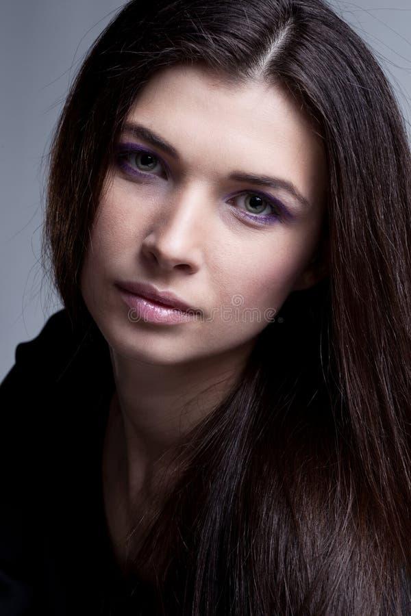 Retrato do modelo bonito com composição luxuosa foto de stock royalty free