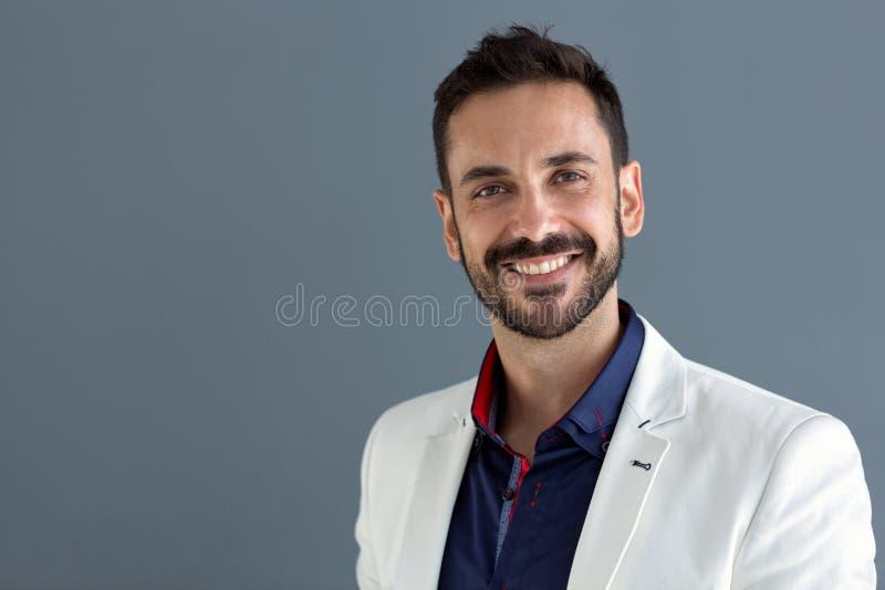 Retrato do modelo masculino de sorriso fotos de stock royalty free
