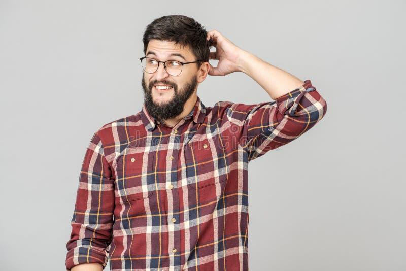 Retrato do modelo masculino esperto focalizado com com expressão determinada pensativa foto de stock royalty free