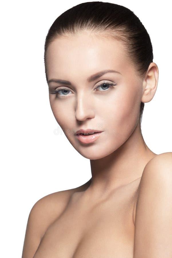 Retrato do modelo novo bonito, sobre o branco fotografia de stock