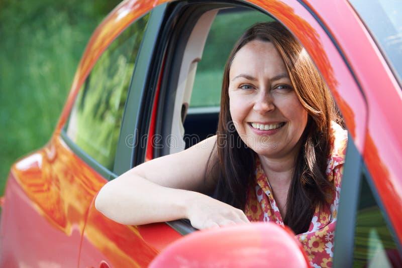 Retrato do motorista fêmea maduro In Car fotos de stock royalty free