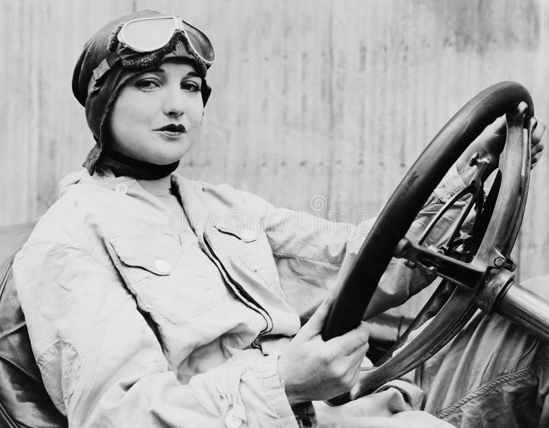 Retrato do motorista fêmea (todas as pessoas descritas não são umas vivas mais longo e nenhuma propriedade existe Garantias do fo imagem de stock royalty free