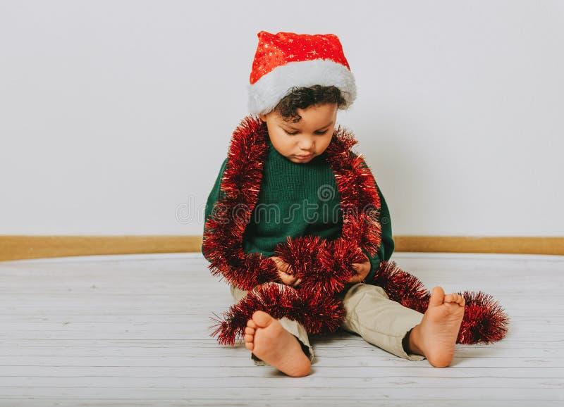Retrato do Natal do menino adorável da criança imagem de stock royalty free
