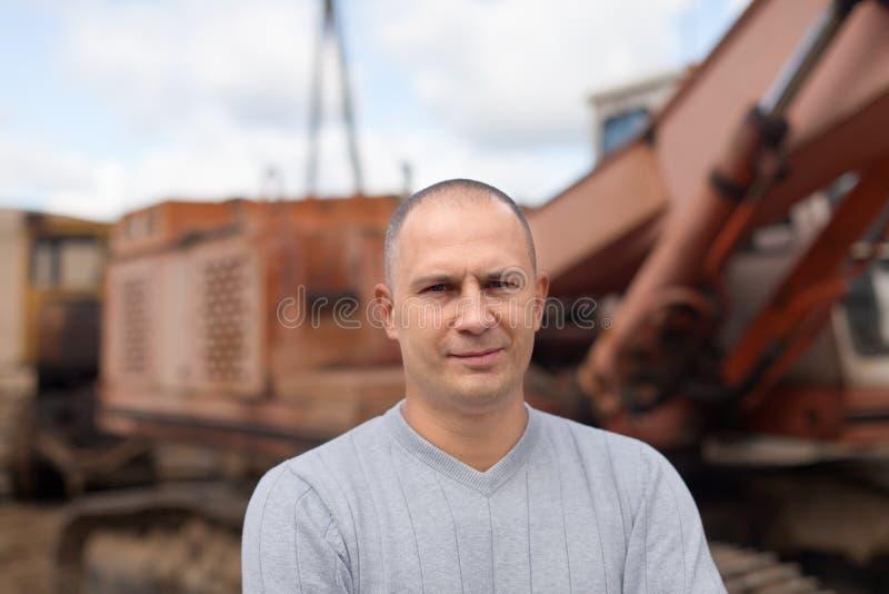 Retrato do operador do trator imagens de stock