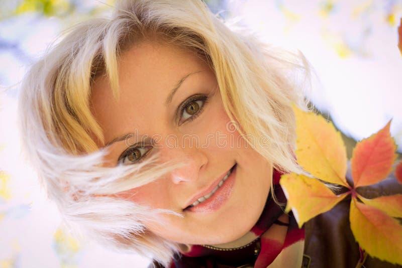 Retrato do outono da menina imagem de stock royalty free