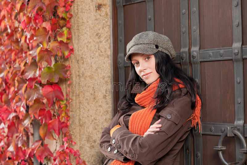 Retrato do outono do modelo fêmea novo bonito imagem de stock