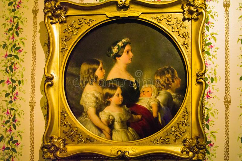 Retrato do perfil da rainha Victoria com as quatro de suas crianças imagens de stock