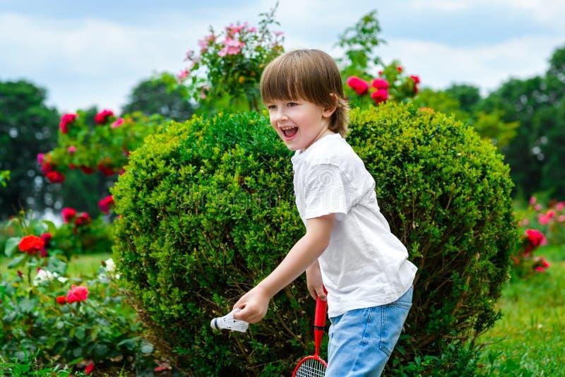 Retrato do rapaz pequeno feliz imagens de stock