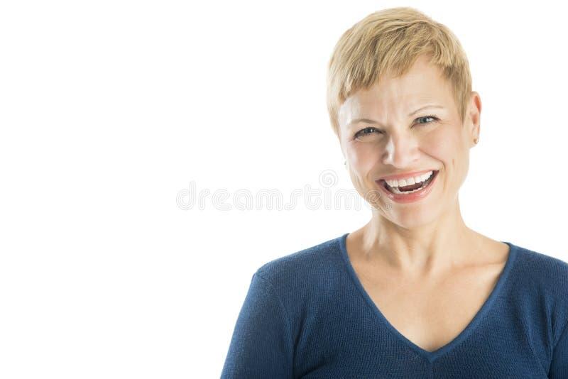 Retrato do riso maduro alegre da mulher imagens de stock royalty free