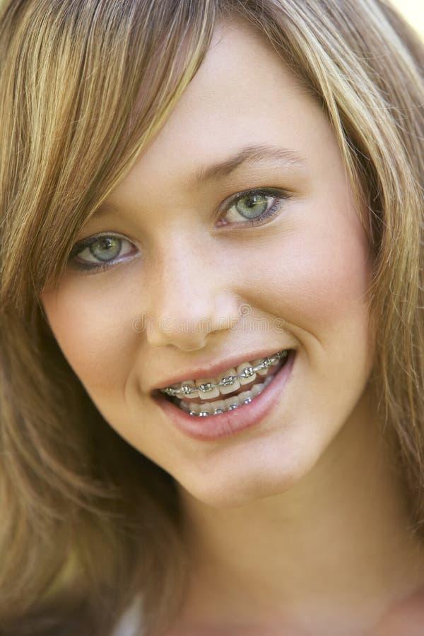 Retrato do sorriso da menina foto de stock
