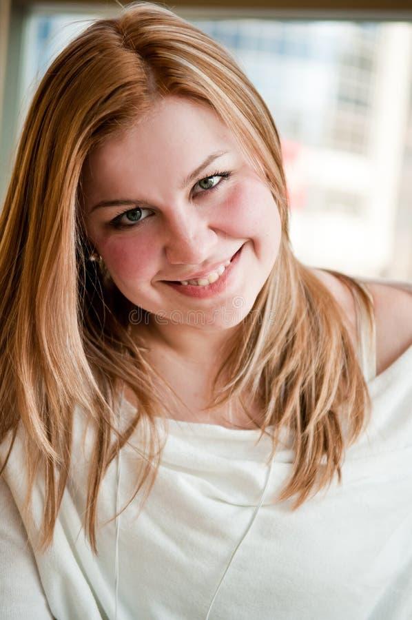 Retrato do sorriso da mulher imagens de stock royalty free