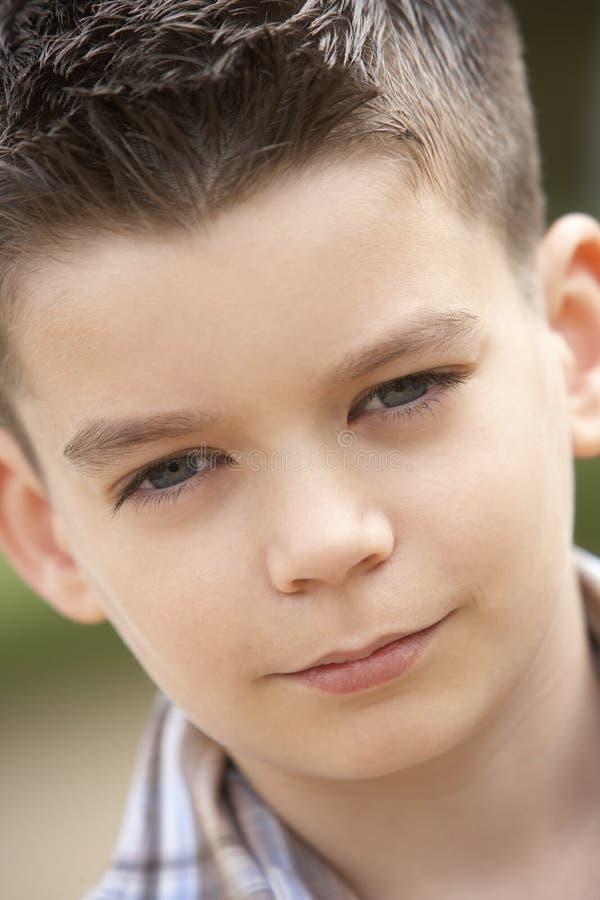 Retrato do sorriso do menino do Pre-Teen fotografia de stock
