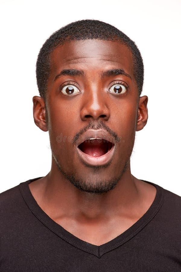 Retrato do sorriso novo considerável do africano negro fotos de stock royalty free