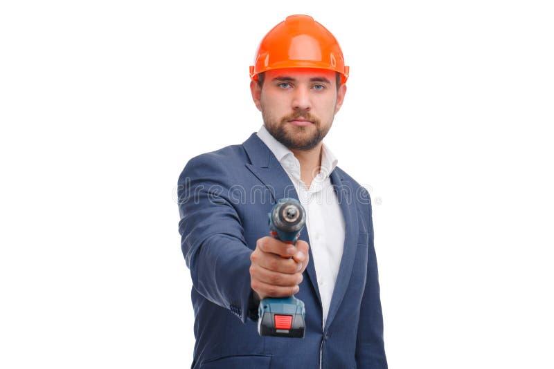 Retrato do trabalhador manual que mantém uma broca isolada no branco foto de stock