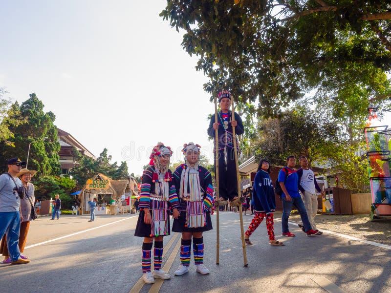 Retrato do tribo asiático bonito da senhora Akha do grupo em Chiang Rai, Tailândia foto de stock royalty free