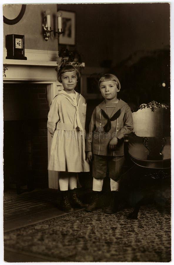 Download Retrato Do Vintage Circa 1922 Imagem de Stock - Imagem de sailor, irmã: 60049