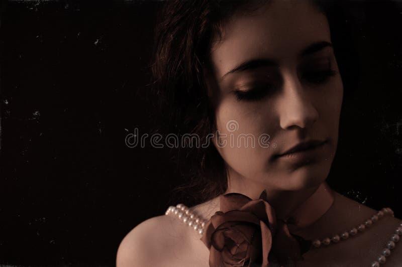 Retrato do vintage de uma jovem mulher foto de stock royalty free