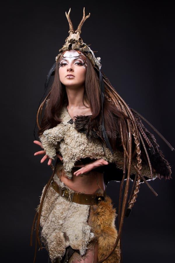 Retrato do viquingue fêmea imagem de stock royalty free
