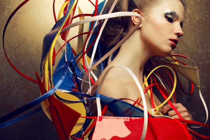 Retrato dos Arty da jovem mulher elegante fotos de stock