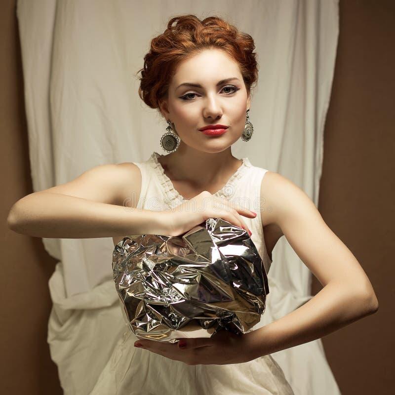 Retrato dos Arty de elegante rainha-como o modelo do gengibre fotografia de stock royalty free