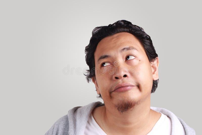 Retrato dos homens furados com relance da opinião do olho lateralmente fotos de stock