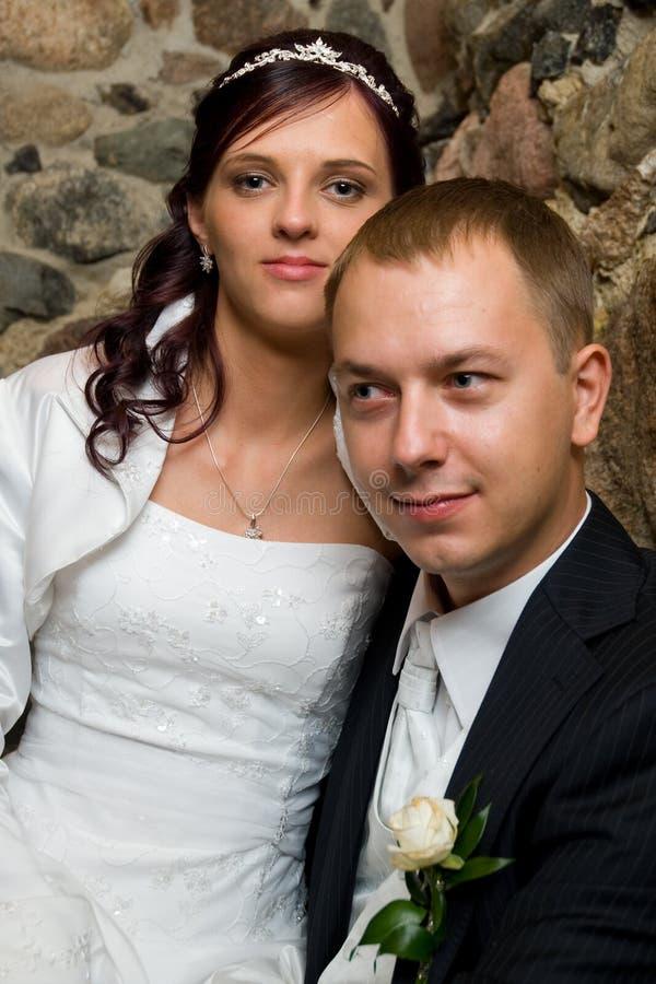 Retrato dos newlyweds fotografia de stock