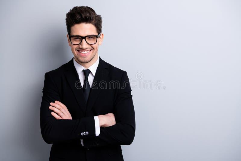 Retrato el suyo él líder ejecutivo del individuo alegre atractivo inteligente con clase elegante representativo imponente agradab foto de archivo
