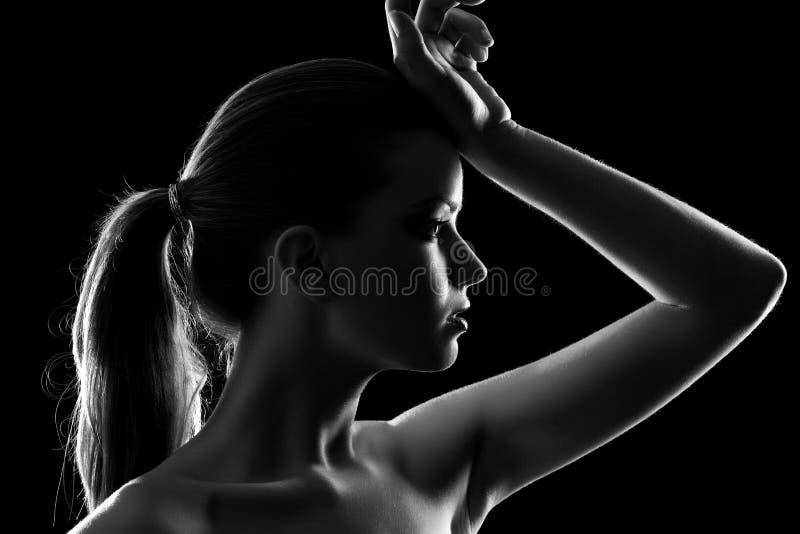 Retrato elegante da mulher nova imagem de stock